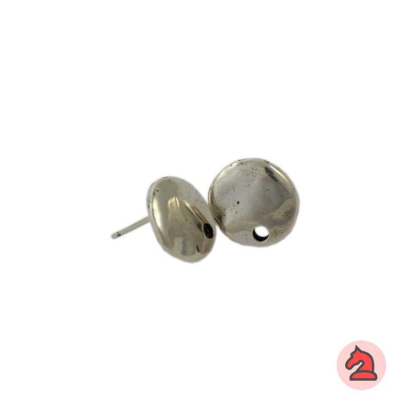 Pendiente disco martillado - Venta en bolsa de 20 unidadesMedida 13mmDisponible en 2 acabadosLos pendientes en baño oro y solo en baño oro llevarán sus traseras