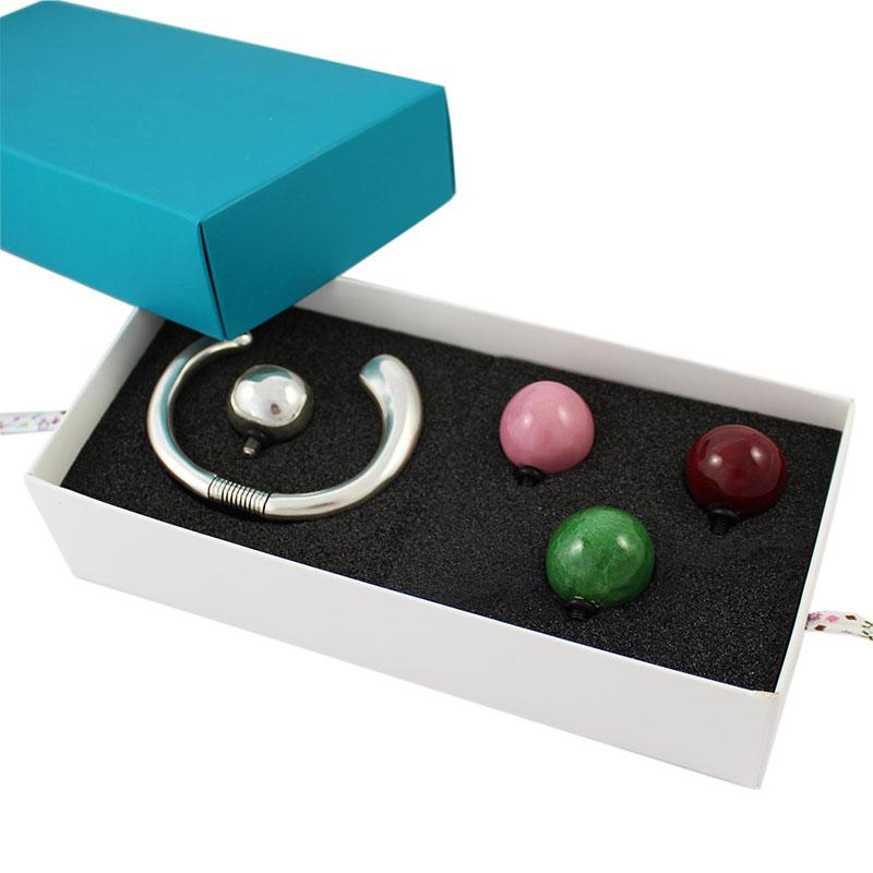 Set pulsera Toledo muelle + bolas - Precio - Pack de 2 setsCaracterísticas:  El estuche esta compuesto por 1 pulsera Toledo con Muelle más 3 bolas de cerámica. Puedes elegir los 3 colores de bolas
